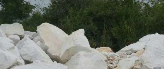 重钙白云石